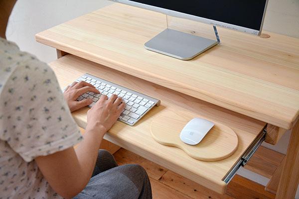 使いやすさを追求したパソコンデスク