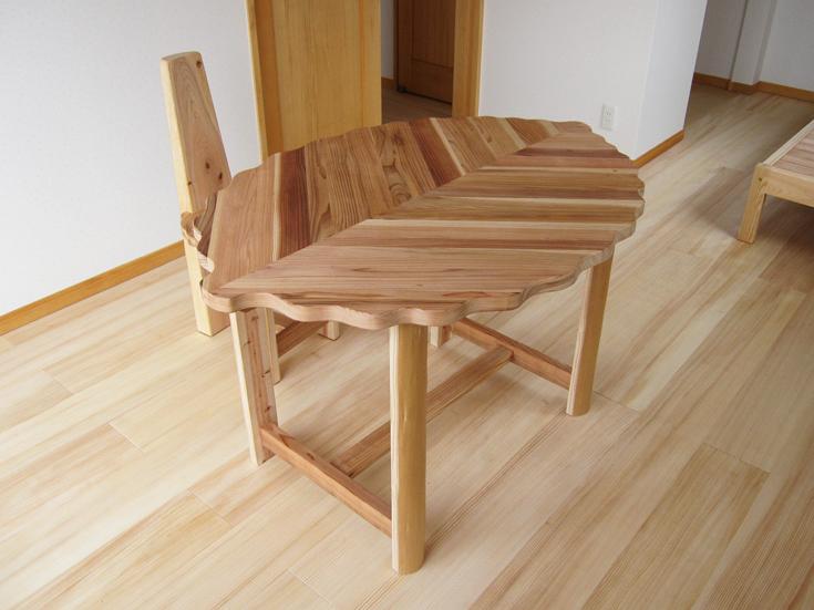 木の葉テーブル1200イメージ