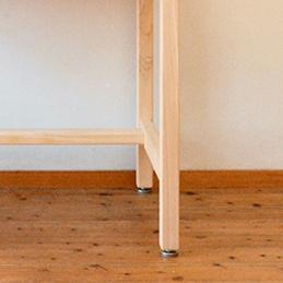 4cm角のスリムな脚